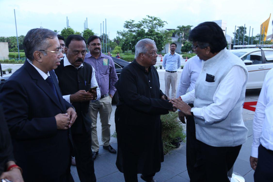 Hon'ble Minister from Bangladesh being welcomed & Honoured at IIMTF Noida 2018