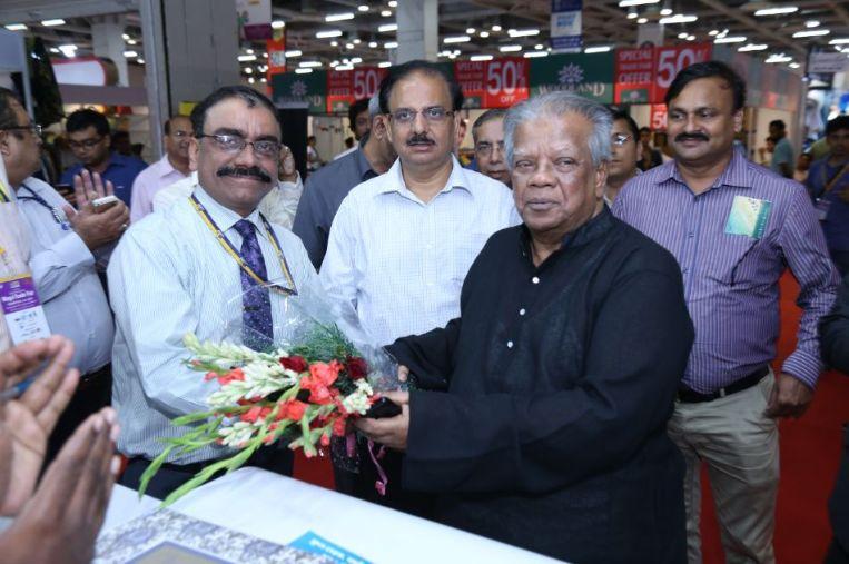 Honble-Minister-from-Bangladesh-being-welcomed-Honoured-at-IIMTF-Noida-2018
