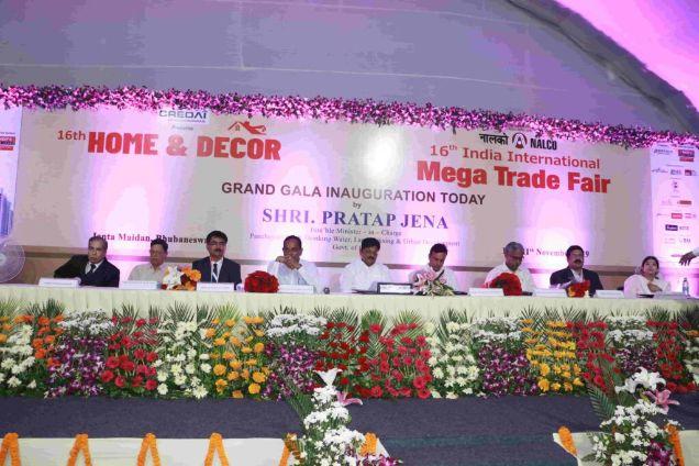 Honble-dignitaries-on-dice-at-Inaugration-of-IIMTF-Bhubaneswar