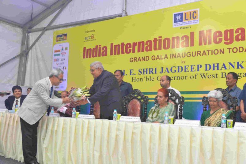 Jagdeep-Dhankar-being-honoured-at-IIMTF-Kolkata-2019-Inaugration