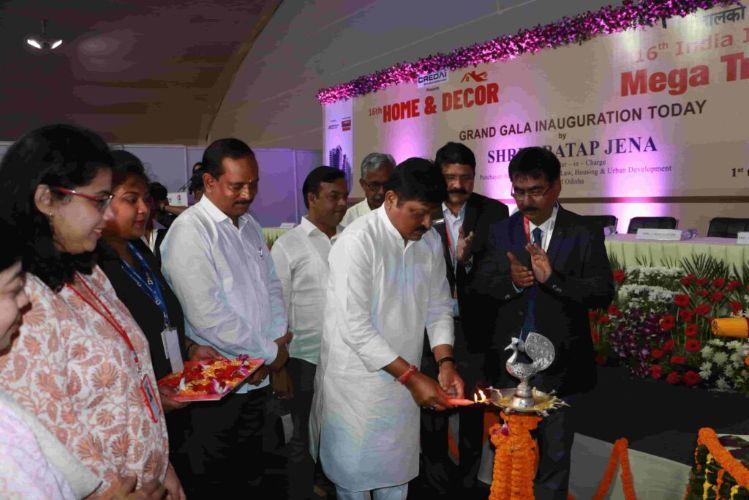 Pratap-Jena-Lighting-the-lamp-to-mark-the-start-of-IIMTF-Bhubaneswar-2019