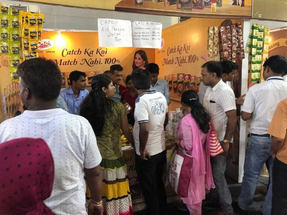Visitors-enjoying-shopping-at-IIMTF-Ahmedabad
