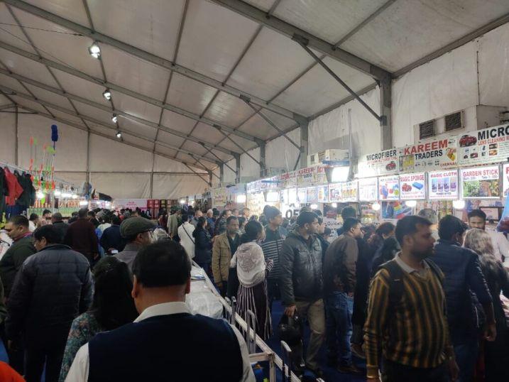 Visitors-enjoying-shopping-at-IIMTF-Bhubaneswar