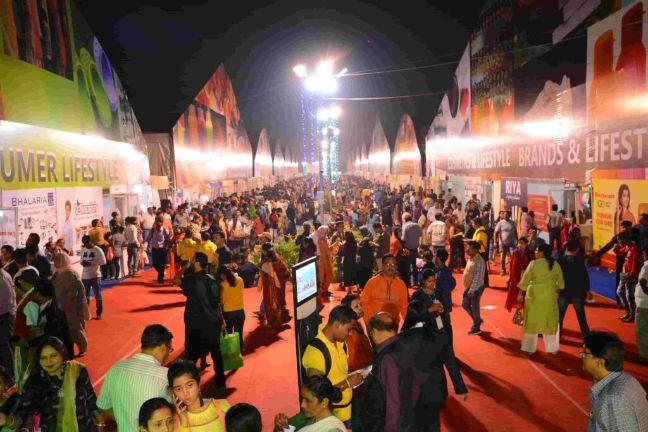 Visitors-enjoying-shopping-at-IIMTF-Kolkata. India International Trade Fair