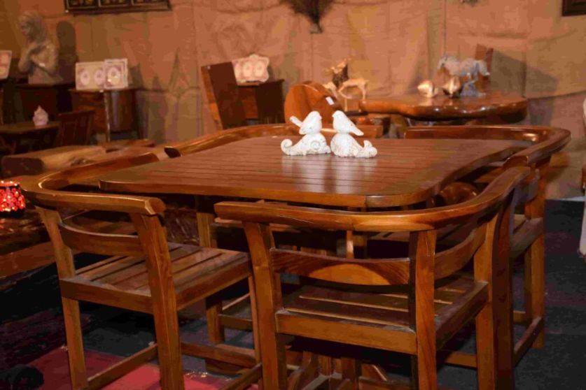 Wooden-Dinnig-Table