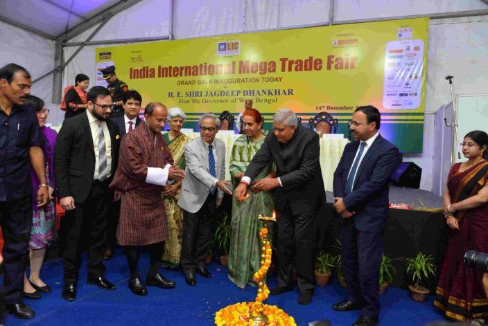 governor-lighting-the-lamp-at-mega-trade-fair-kolkata-inaugration-2019